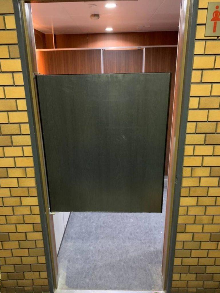 ミニスイングドア(トイレ前仕切りドア)